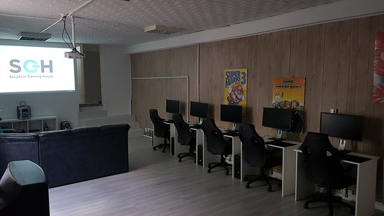 living room gaming pc affordable chairs with comfortable couch video consoles projector 5 szczecin house