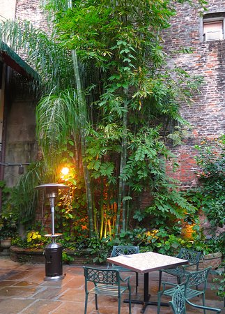 brennan s new orleans courtyard