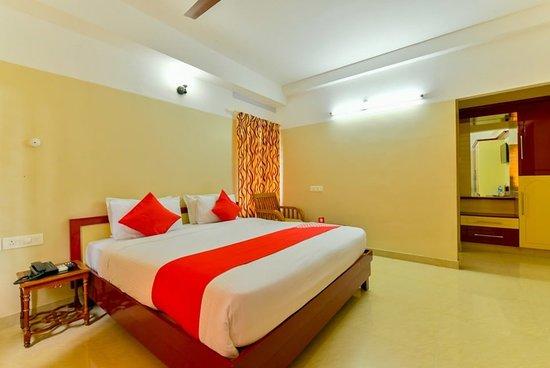 Oyo 5805 Uthradam Towers Trivandrum Kerala Hotel