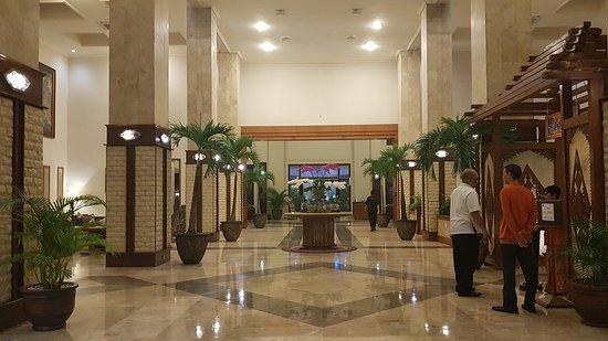 Area Lantai Dasar Pintu Masuk Restoran Cafe Picture Of