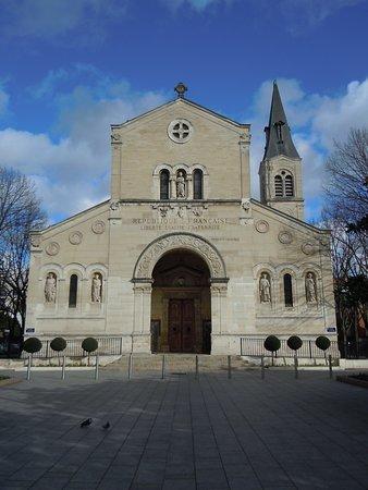 En L'église Ou à L'église : l'église, Façade, L'église, Eglise, Saint, Pierre,, Charenton-le-Pont, Tripadvisor