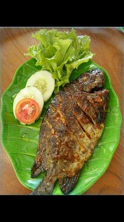 Ikan Baronang Bakar : baronang, bakar, Baronang, Bakar,, Bakar, Bontang, Dibakar, Olesan, Bumbu, Pondok, Rumah, Makan, Ijaa,, Tripadvisor