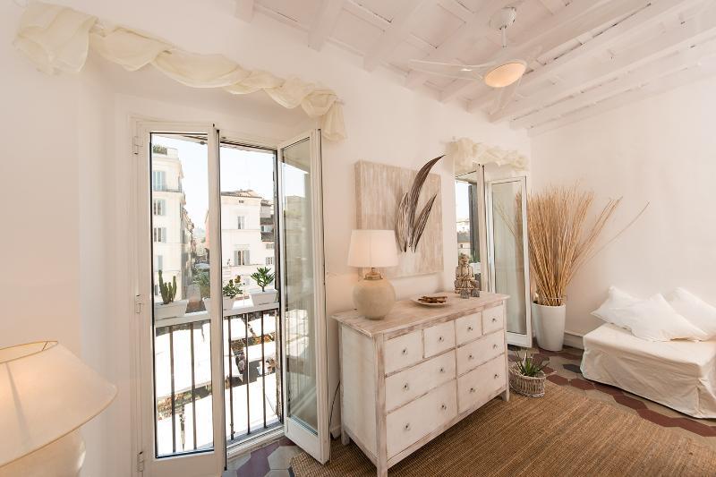 Questo tutorial ti mostrerà come pitturare con vernice a gesso su diverse superfici. Campo Dei Fiori Rome Updated 2021 2 Bedroom Apartment In Rome With Air Conditioning And Washer Tripadvisor