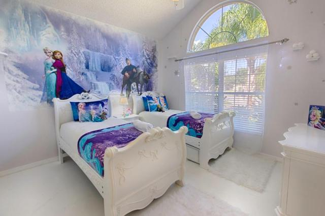 Magical Clubhouse Frozen Bedroom
