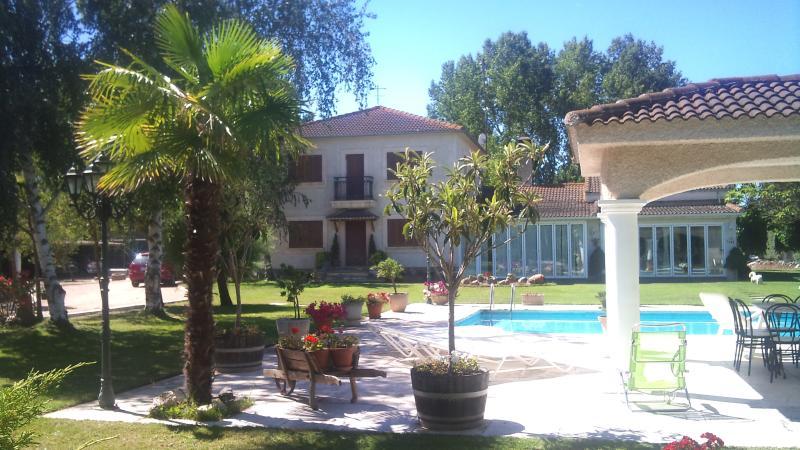 Casa de campo en parcela 5000m.jardin y piscina UPDATED ...