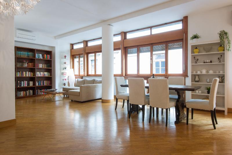 Bright Ponte Vecchio 3bd Suite Has Air Conditioning And