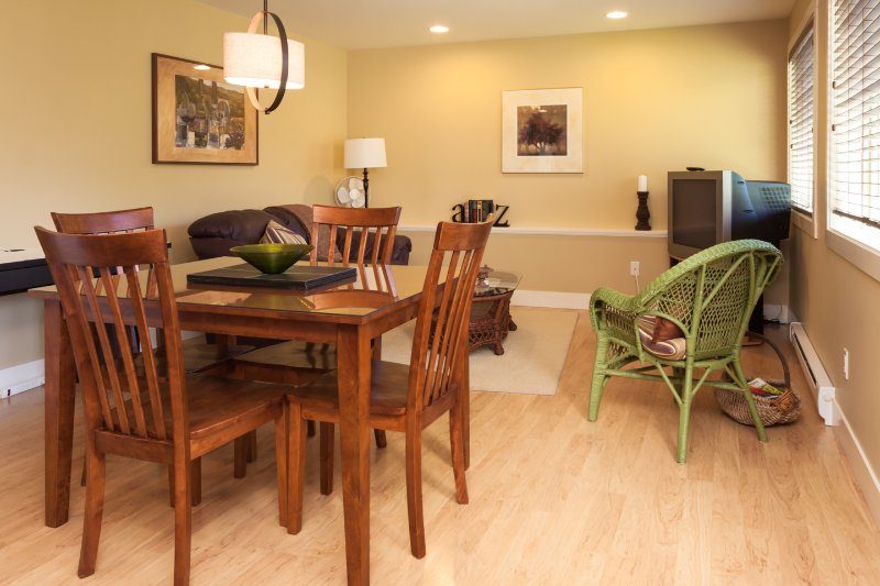 Beautiful 1BDRM private suite Has Patio and Housekeeping