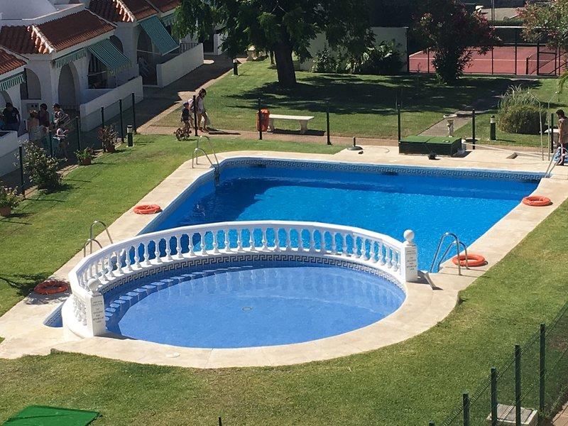 Piso de 3 dormitorios en urbanizacin con piscina y pista