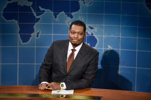 SNL's Michael Che promotes live show after Simone Biles controversy 2