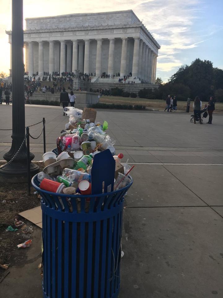 trash at national mall