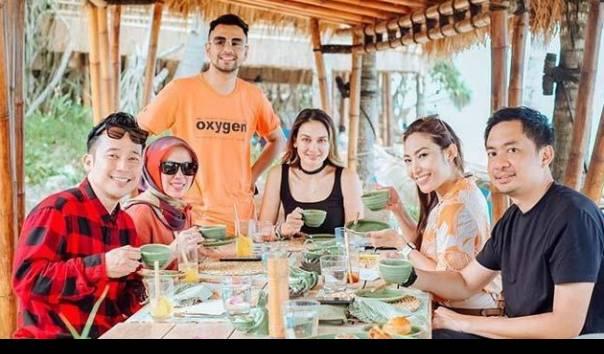 Raffi Ahmad Dan Ayu Dewi Sebut Liburan Di Sumba Jadi Ajang Pesta Lajang Luna Maya