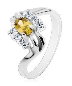 Inel de culoare argintie, linii despicate ale brațelor, oval fațetat verde-oliv - Marime inel: 53