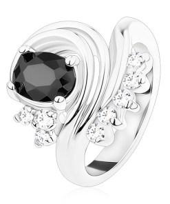 Inel lucios de culoare argintie, zirconiu negru oval, linii curbate, zirconii transparente