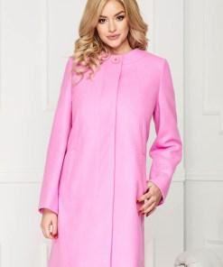 Trench roz elegant scurt din lana cu un croi drept si inchidere cu un nasture