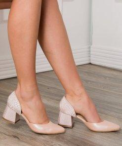 Pantofi nude rose decupati cu imprimeu pe toc si calcai