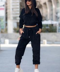 Trening dama negru din catifea cu hanorac scurt cu gluga si pantaloni lungi tip jogger
