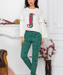 Pijama cu bluza alba si pantaloni verzi