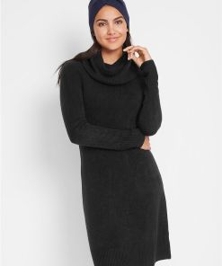 Rochie tricotată cu guler larg - negru