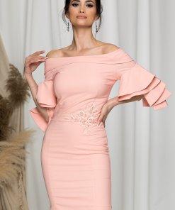 Rochie LaDonna roz somon cu decolteu larg si broderie florala