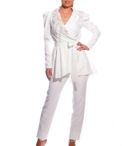 Compleu alb de ocazie format din pantalon pana cu talie inalta si sacou asimetric