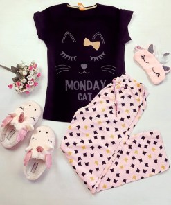 Pijama dama ieftina primavara-vara cu pantaloni lungi roz si tricou negru cu imprimeu Monday Cat
