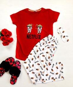 Pijama dama ieftina primavara-vara cu tricou rosu si pantaloni lungi albi cu imprimeu NX