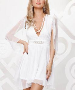Rochie de ocazie alba din voal cu croiala in clos cu maneci decupate