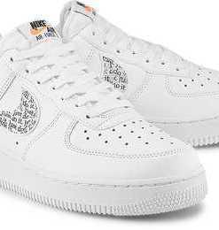 Air Force 1'07 Lv8 von Nike in weiß für Damen. Gr. 40