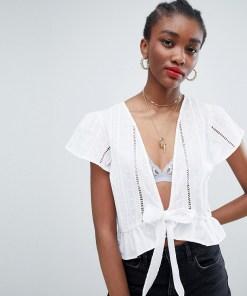 New Look - Vorne geschnürte Bluse mit Lochstickerei - Weiß