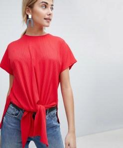 New Look - Geripptes T-Shirt mit Schnürung vorn - Rot