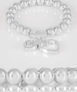 Silbernes Perlenarmband mit Stretch und Herzanhängern YC