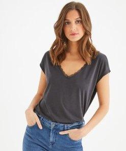 T-Shirt mit Spitzendetail