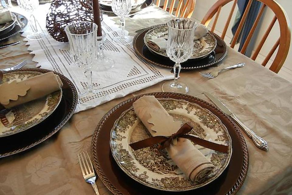 Thanksgiving DIY Decorations: Table Setting Idea From
