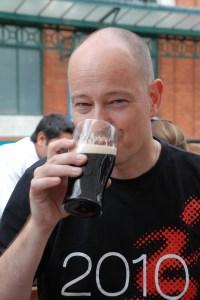 Jag funderar på tillvaron över en Guinness, London 2011.