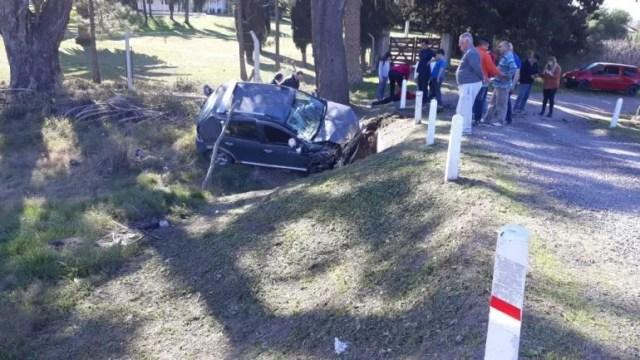 Un matrimonio sufrió importantes lesiones tras despistar su vehículo