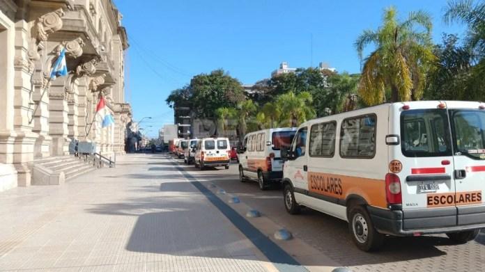 Los transportistas escolares piden asistencia del estado en medio de la cuarentena que los dejó sin la posibilidad de trabajar.