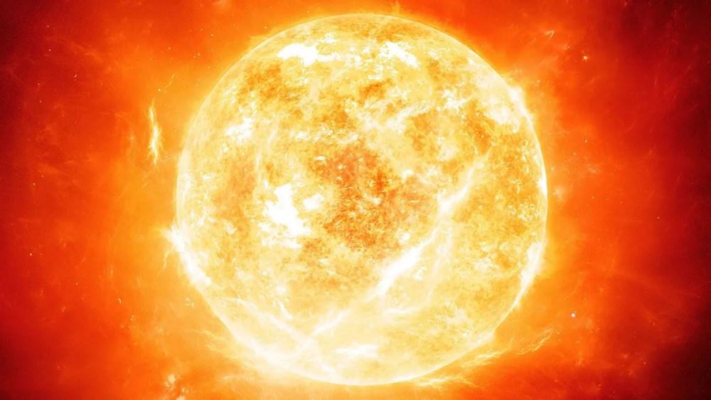 La radiación solar es el conjunto de radiaciones electromagnéticas emitidas por el Sol. Es esencial para la producción de energía eléctrica pero en exceso es muy perjudicial, no solo para los humanos, sino para las herramientas tecnológicas que están en el espacio.