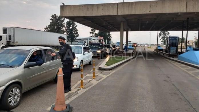 Muchos automovilistas de Paraná debieron volver a su ciudad por no contar con el hisopado negativo exigido por Santa Fe