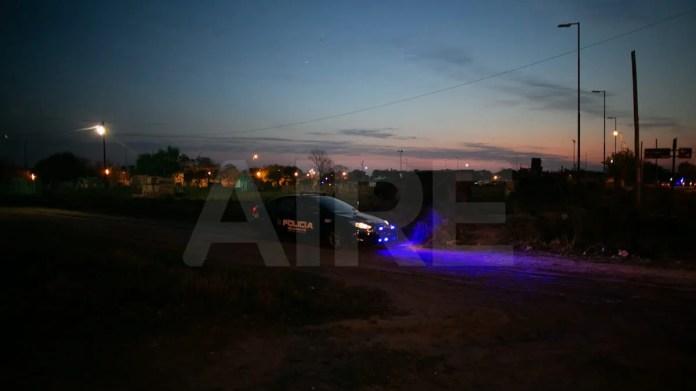 La Policía de Santa Fe participa del operativo de desalojo.