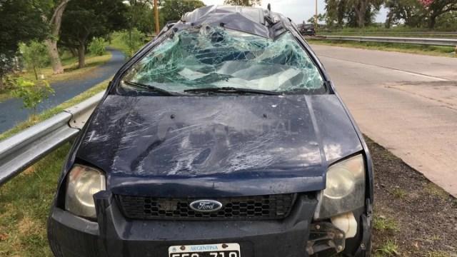 El vehículo permanece esta mañana en la banquina de la avenida de circunvalación