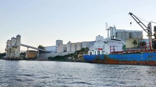 El mantenimiento de la hidrovía es esencial para poder sacar la producción del centro y norte del país a través de los puertos ubicados sobre el río Paraná.