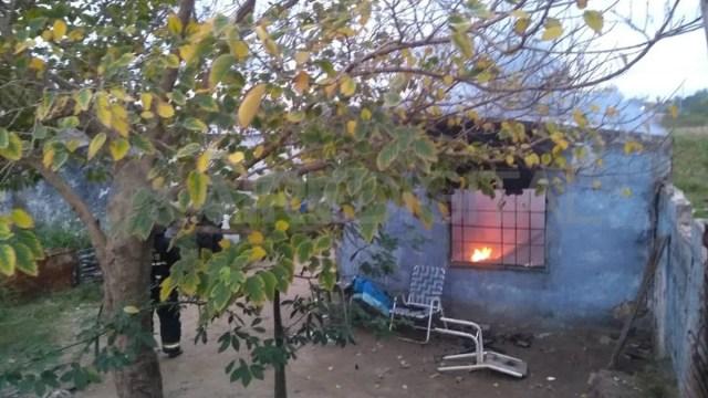 Una de las viviendas incendiadas en Varadero Sarsotti.