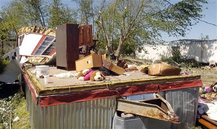 Tornado damage - Gadsden Times photo by Dave Hyatt