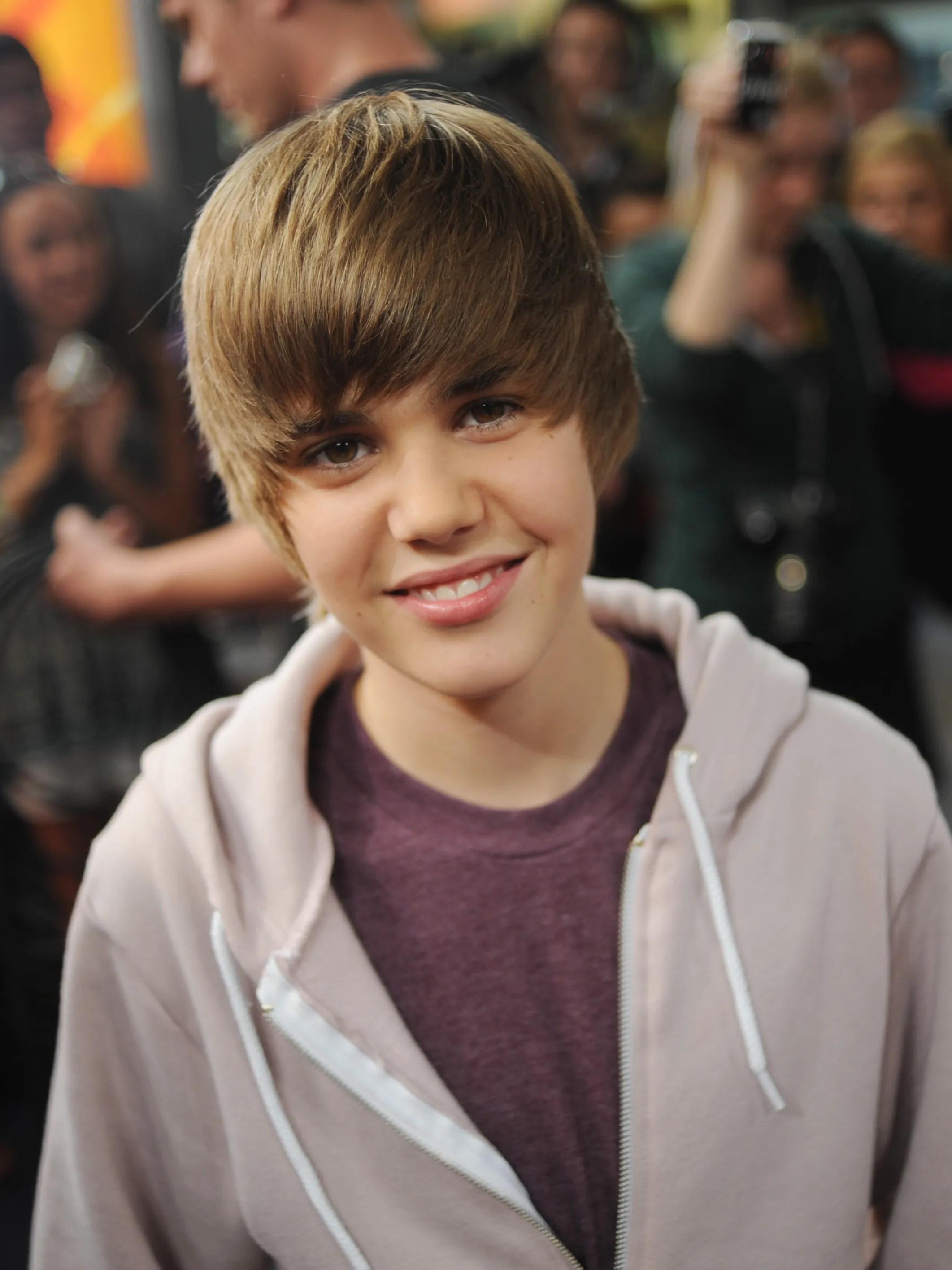 Justin Bieber Haircut + Hairstyle 2019 | Taperfadehaircut.com