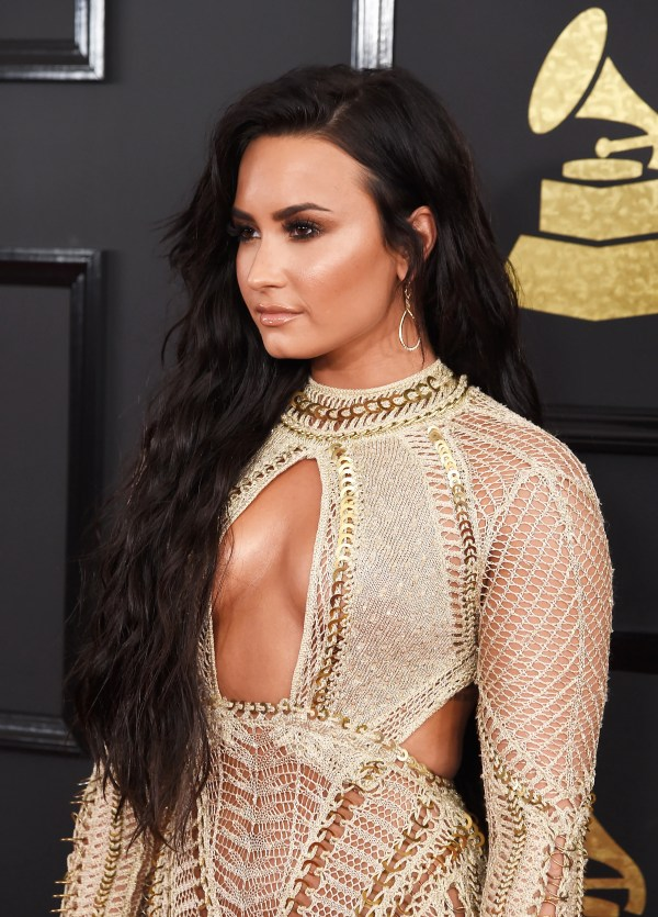 Grammys 2017 Demi Lovato Wearing Longest Hair Allure