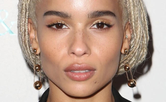 Zoë Kravitz Cut Her Hair Into A Gorgeous Short Blonde