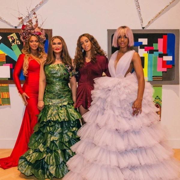 Beyonc Poses With Family Wearable Art Gala Allure