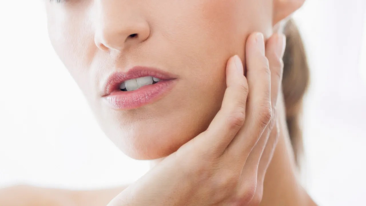 How to Stop Touching Your Face and Picking at Your Acne