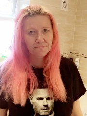 mom accidentally dyes hair pink