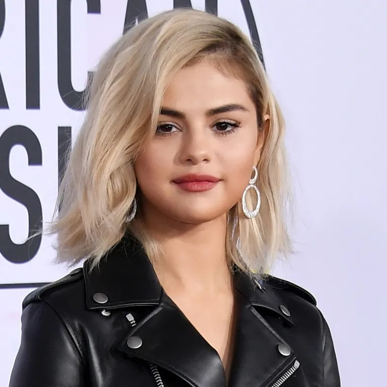 Selena Gomez Shows Off New Blonde Bob at 2017 AMAs  Allure